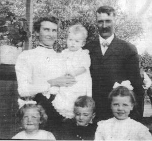 "Hattie M. Parkinson (1879 – 1947) & James A. Kirkwood (1873 – 1956) baby James Wilton (1908-1993) & left to right, Ida Mary [Copping] (1906-1981), Malcolm Errol (1904-1971), Dorothy ""Faye"" [Hanna] (1903-1976))"